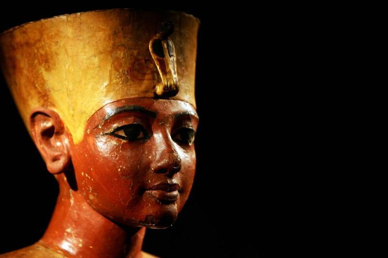 An ancient statue portrays King Tutankhamun of Egypt.