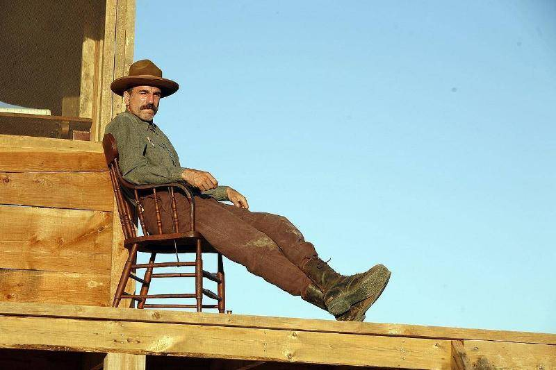 A Widely Circulated Picture Taken On-Set Wrongly Claimed To Feature Daniel Day-Lewis