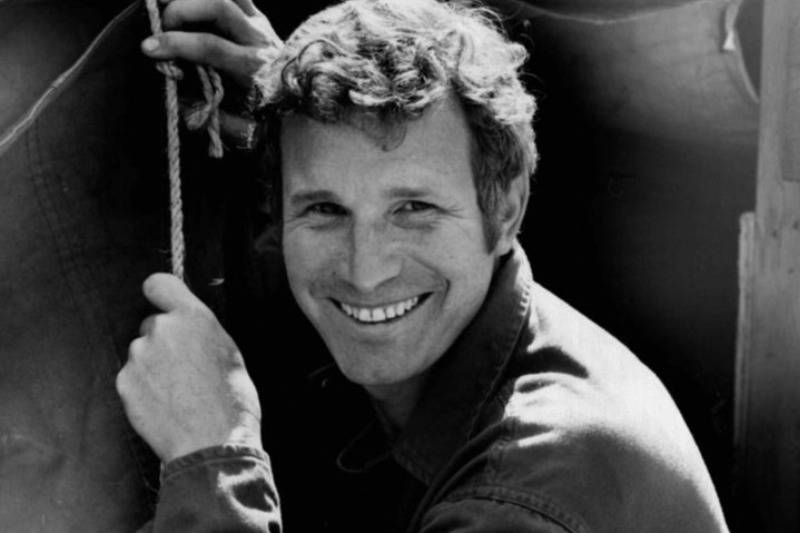 Wayne Rogers Never Signed A Contract