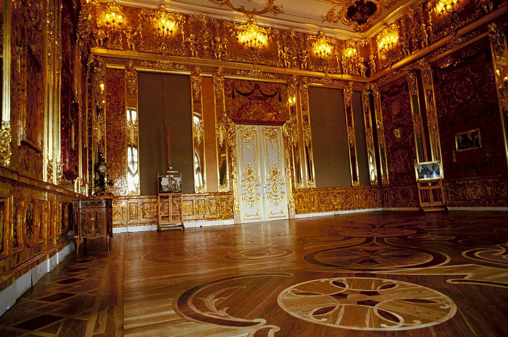 inside the amber room