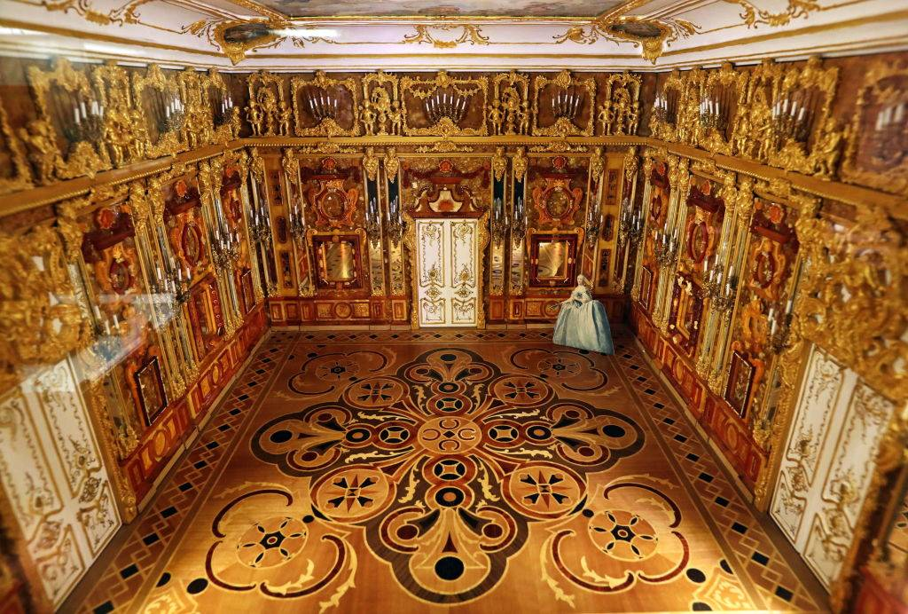 scale miniature version of the Amber Room