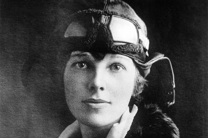 amelia earhart wearing her flying outfit