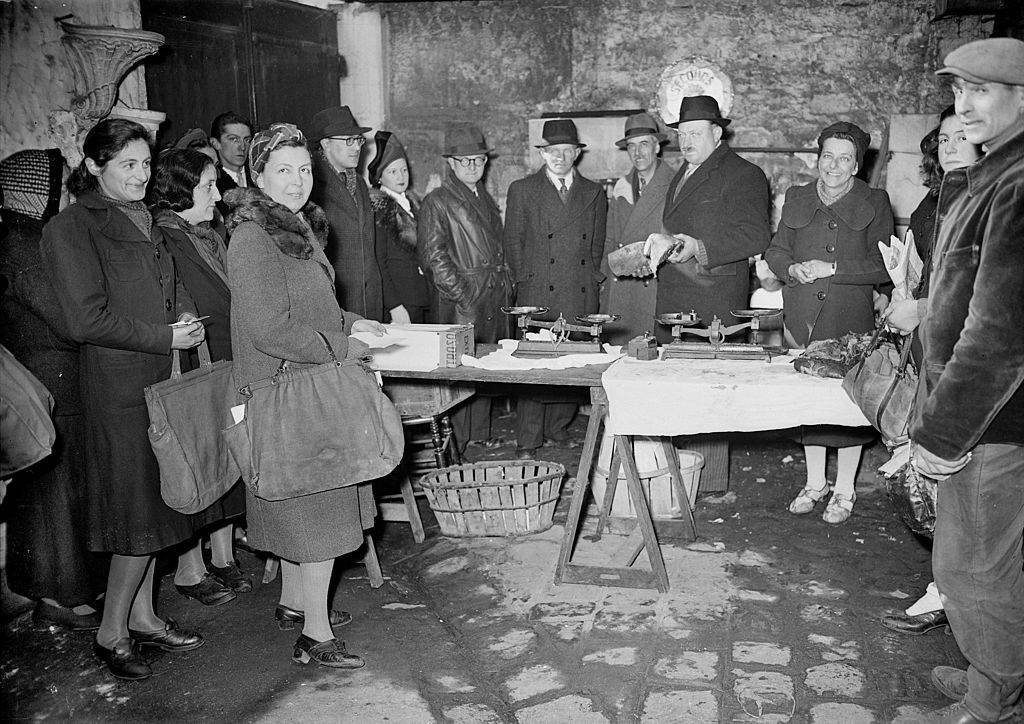 fDistribution of meat for the celebrations, 1944 france