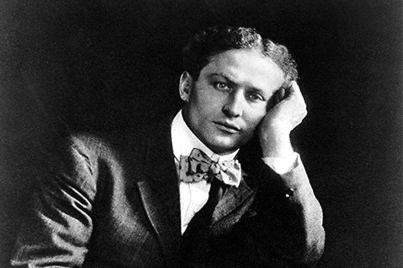 harry houdini posing for a black and white portrait
