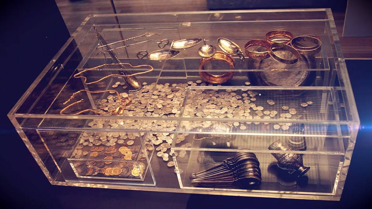 A glass display case holds treasures from the Hoxne Hoard.