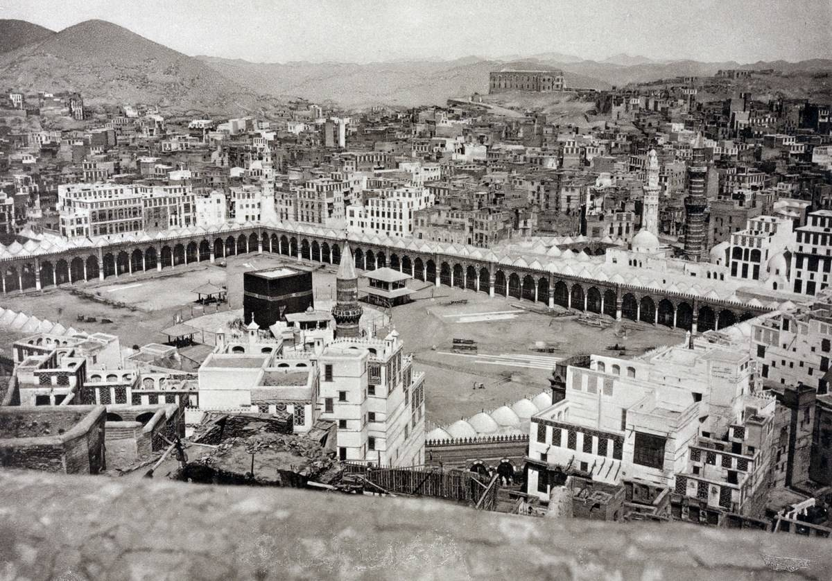 The oldest photo of Mecca shows the Grand Mosque, 1881.