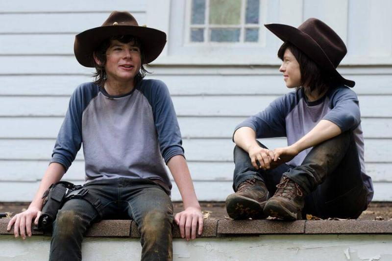 chandler-riggs-from-teh-walking-dead-and-his-stand-in-60486