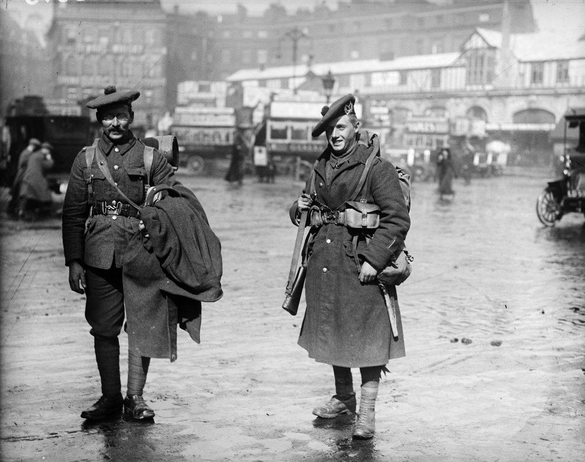 Scottish WWI soldiers return home from France.