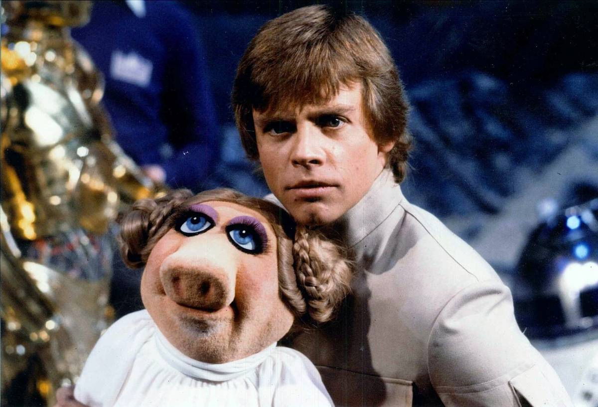 Mark Hamill and Miss Piggy on The Muppets Show