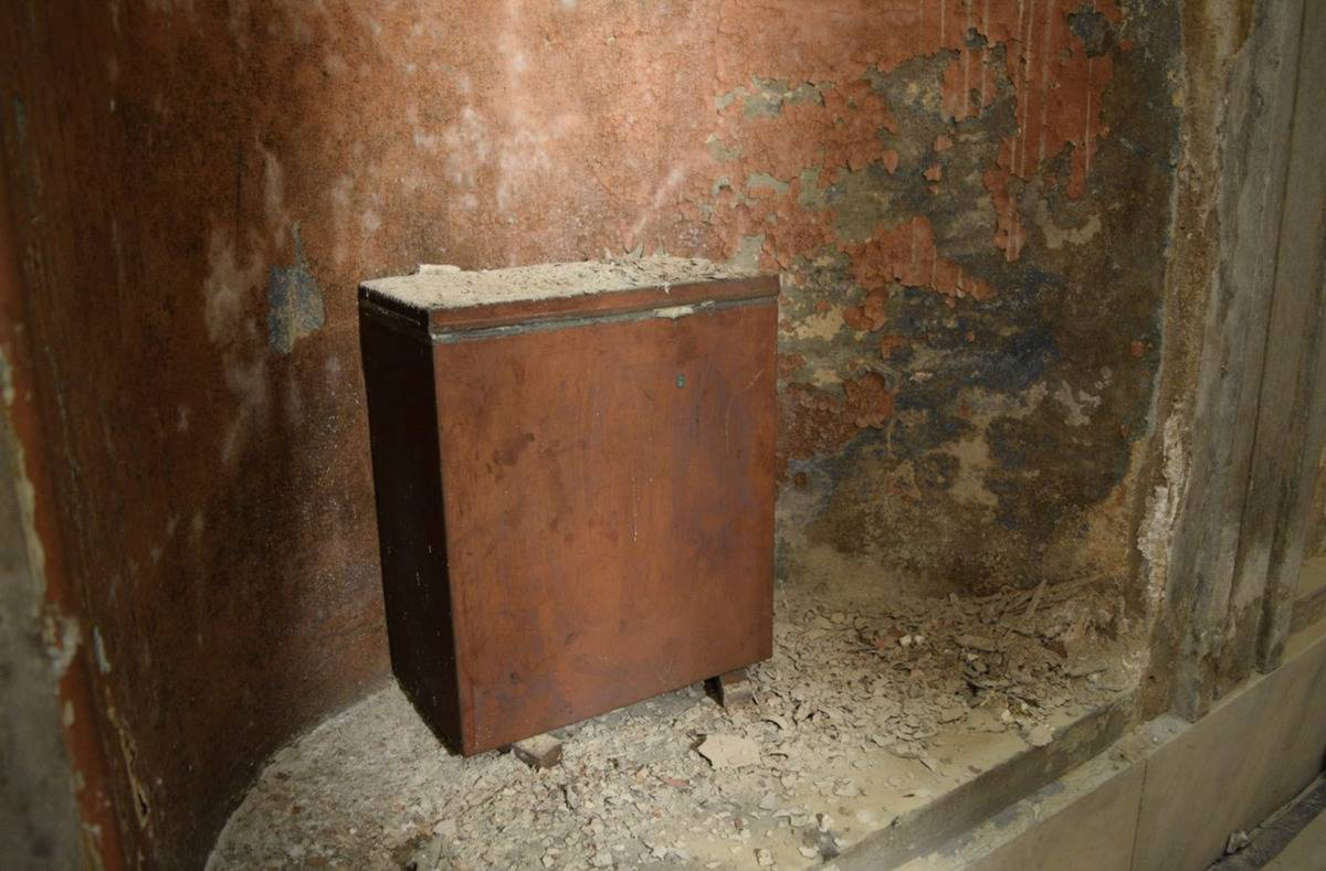 The 1915 time capsule metal box is unearthed from the Washington Monument.