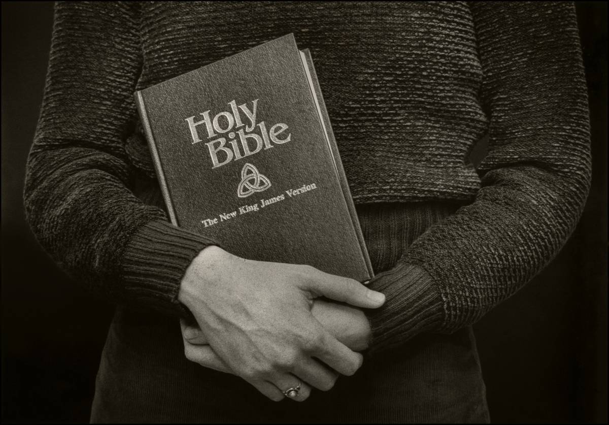A woman holds the holy bible in 1982.