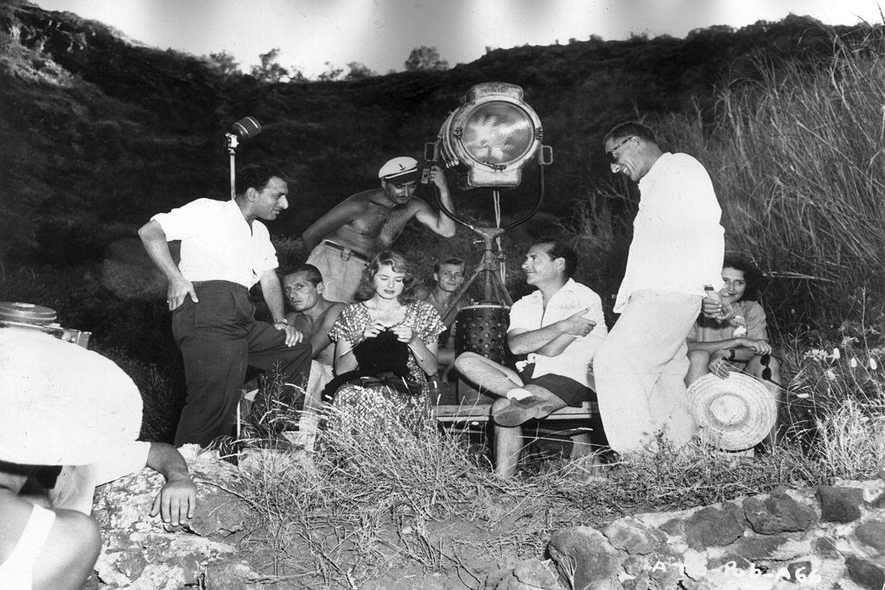 Ingrid Bergman knitting on set of Stromboli with Roberto Rossellini