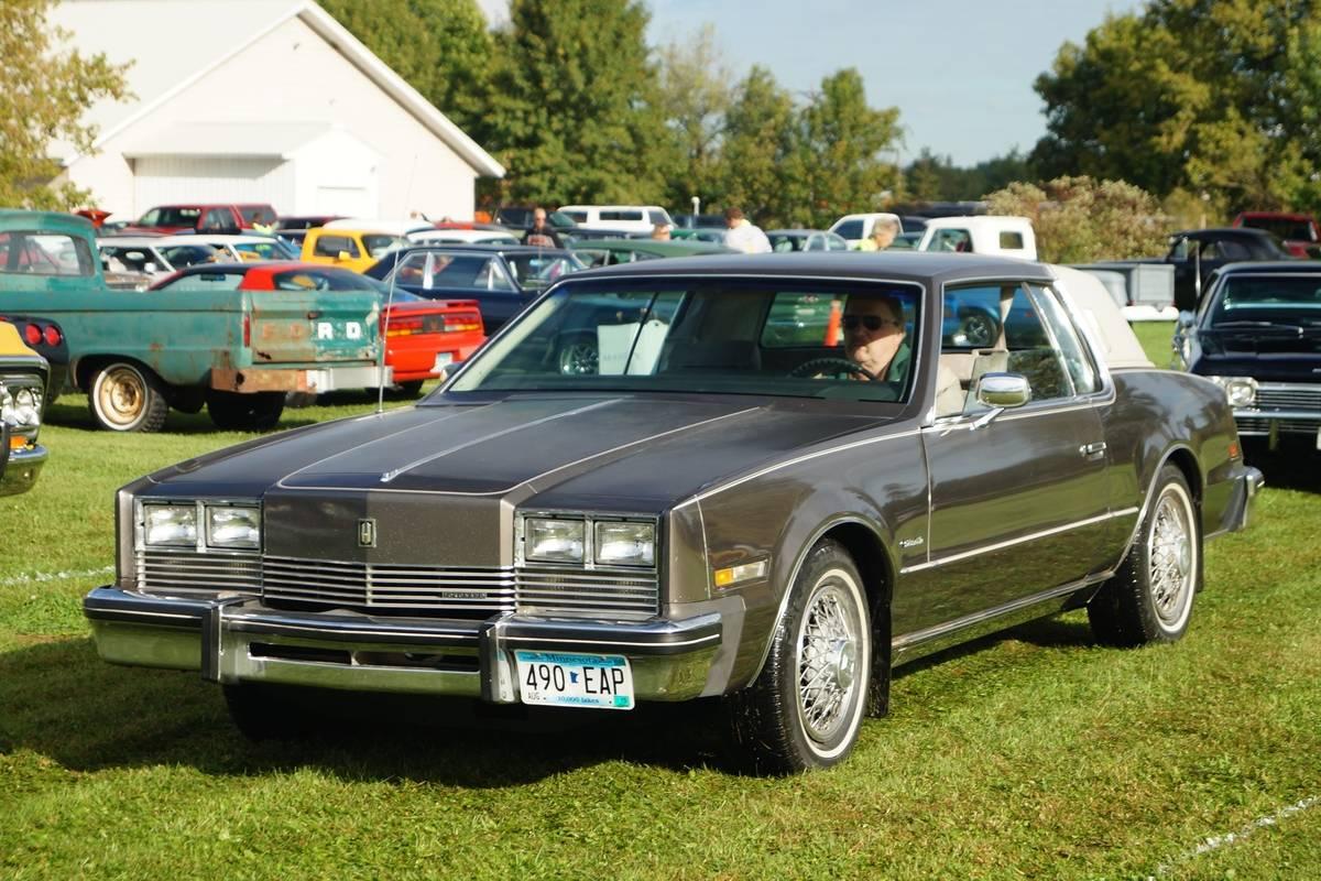 1983_Oldsmobile_Toronado_Brougham_(20963247124)