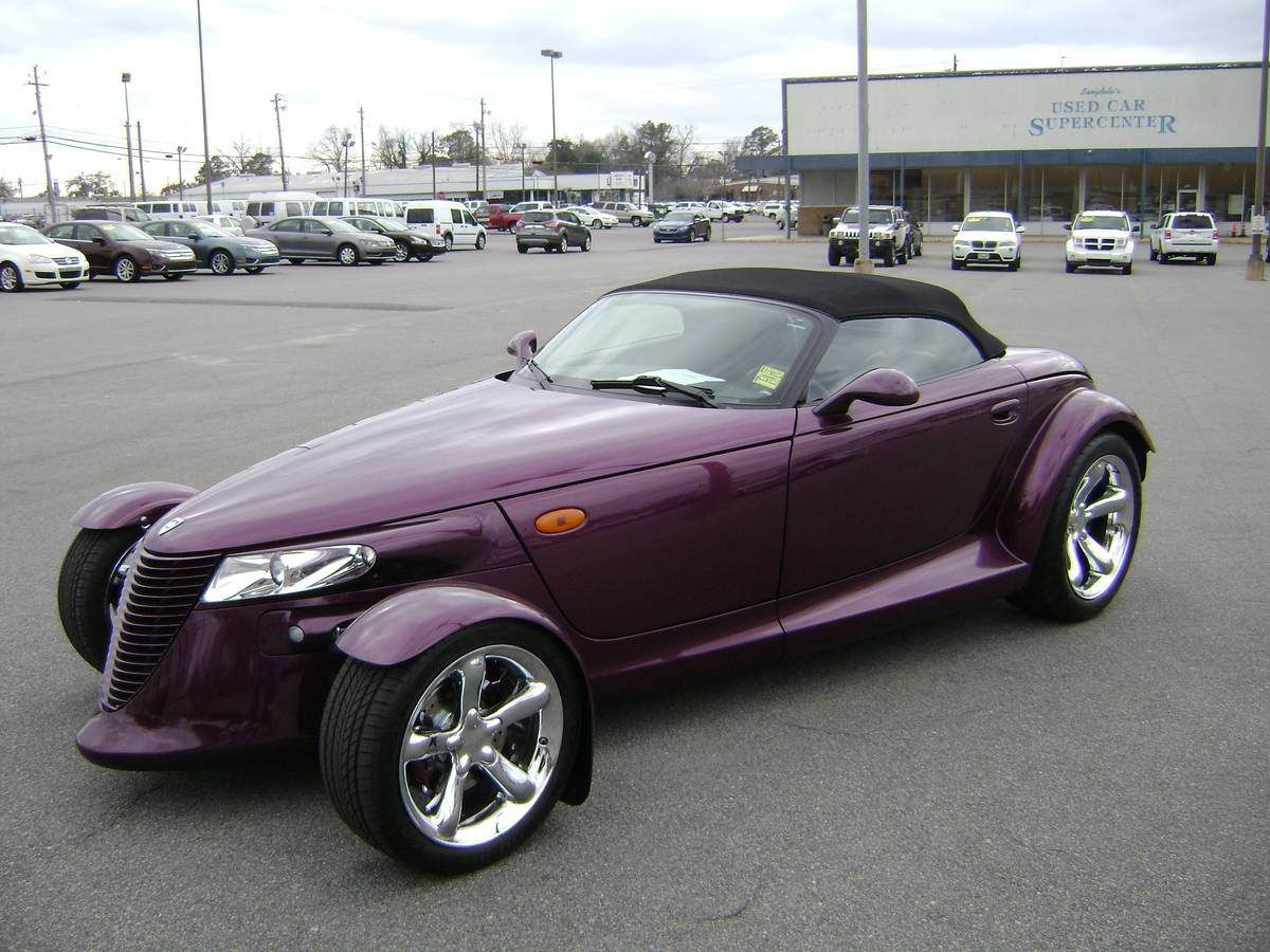 Purple_Plymouth_Prowler_97_(NE_corner)
