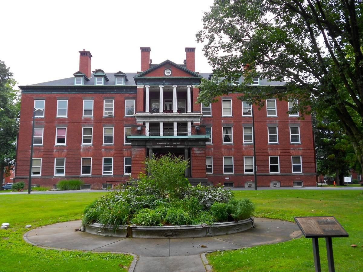 Admin_Building_Harrisburg_PA_Hospital