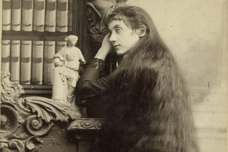 grace sutherland posing for a photo with long hair
