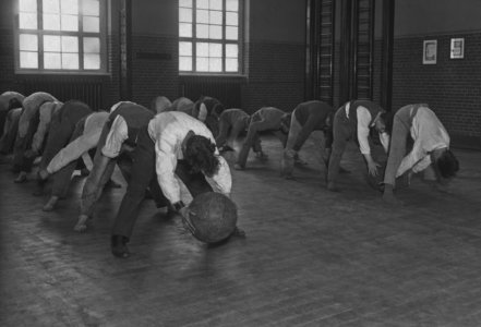 These Vintage Work-Out Photos Will Make You Thankful For Modern Gyms