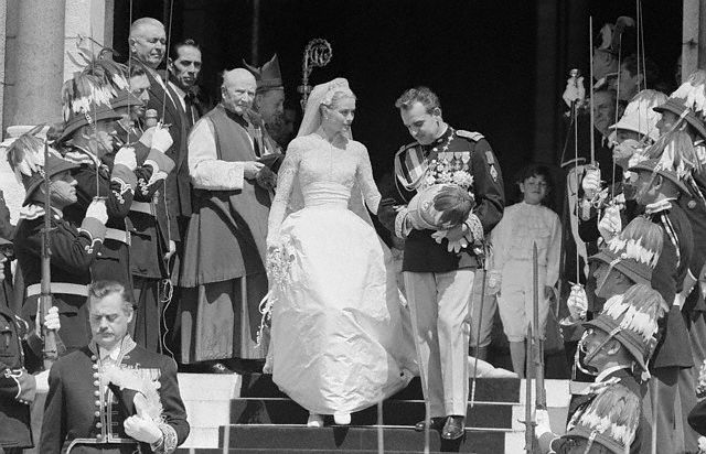 Grace Kelly wedding and reporters.jpg