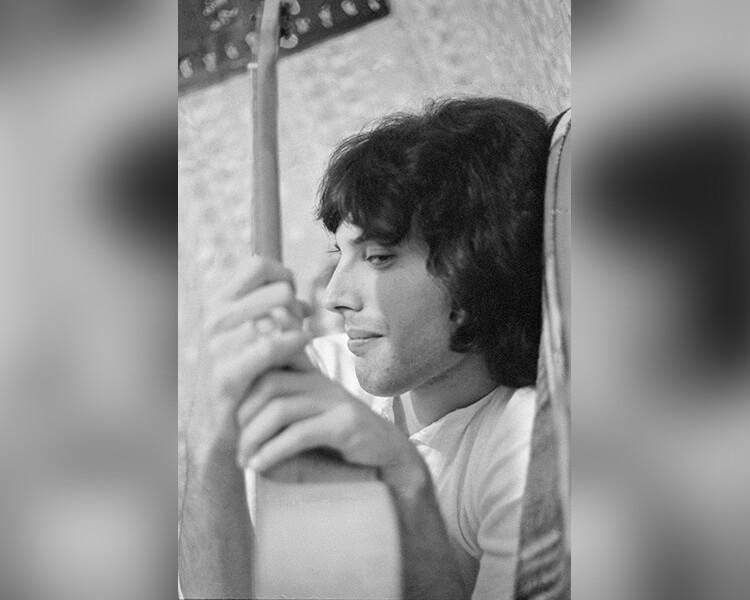 freddie-mercury-1969.jpg