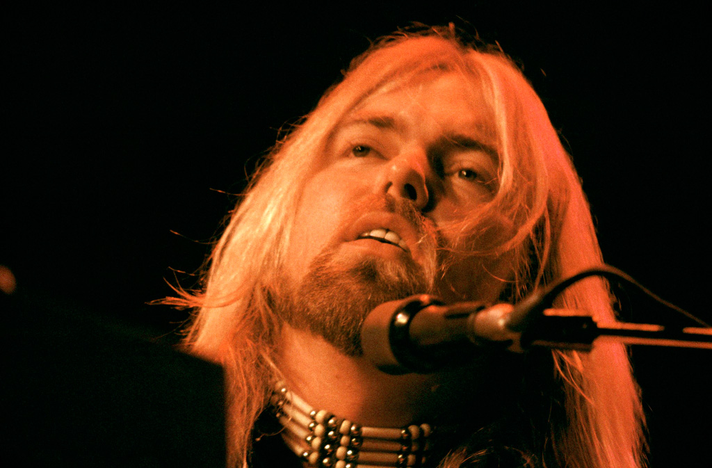 gregg-allman-singing.jpg